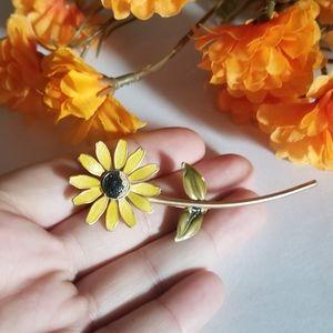 Pretty VTG Daisy Flower Brooch